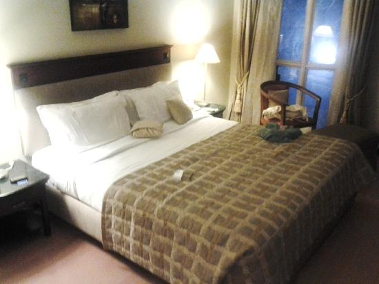 The Manohar: comfy king size bed