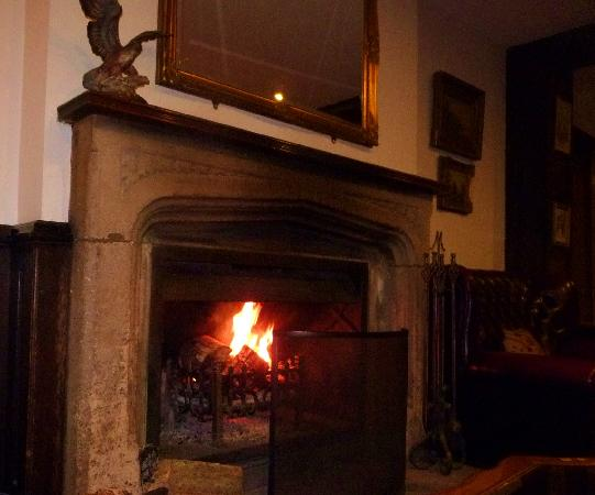 The Morritt Country House Hotel: Just the place to curl up with a drink, after a lovely walk!