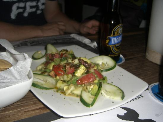 Playa Azul Tulum Restaurant: Guacamole salad with basil oil - to die for!