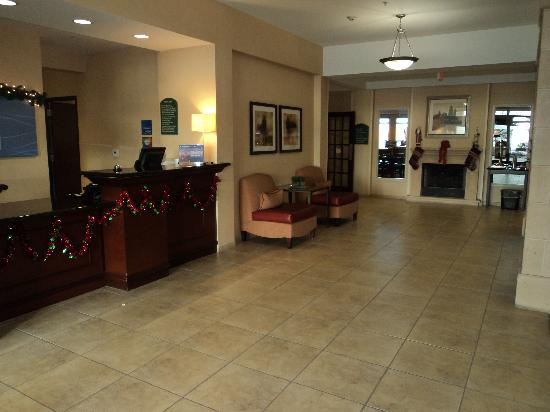 Holiday Inn Express Hotel & Suites Medford-Central Point: Lobby