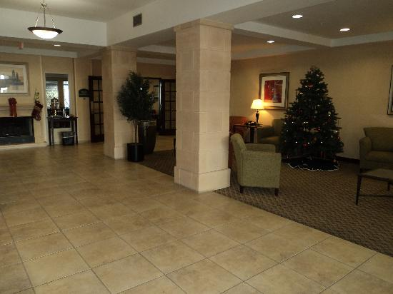 Holiday Inn Express Hotel & Suites Medford-Central Point: Sitting area in the lobby