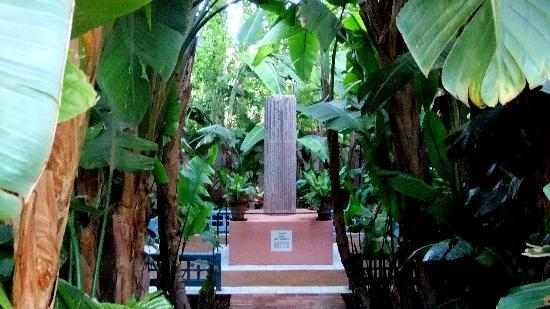 Ibis Marrakech Palmeraie: YSL Denkmal