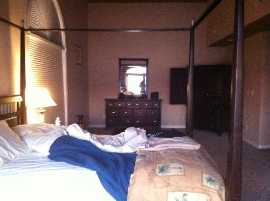 Lake George Suites: Master bedroom