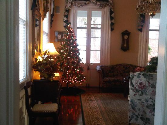 The Ashley Inn's living room decorated for Christmas