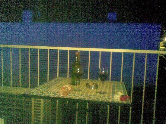 Hotel Los Globos: balcon despues de un vinito compartido