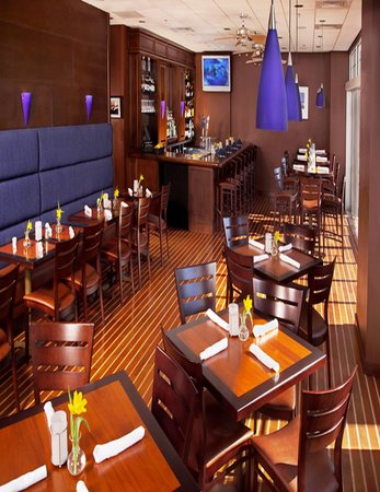 Regatta Pub at Salem Waterfront Hotel: Dining Room
