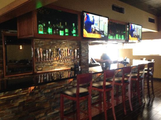 The Northern Pines Restaurant: 5 Full HD Televisions with all Football and Basketball games.