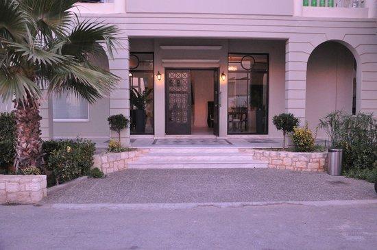 Platanias Mare Hotel: The hotel entrance