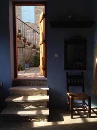 Filokypros Evkarpos Country House: the entrance