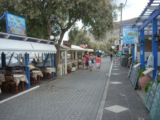Sea View Taverna: Tables for Sea View are situated on both sides of the main promenade along the beach.