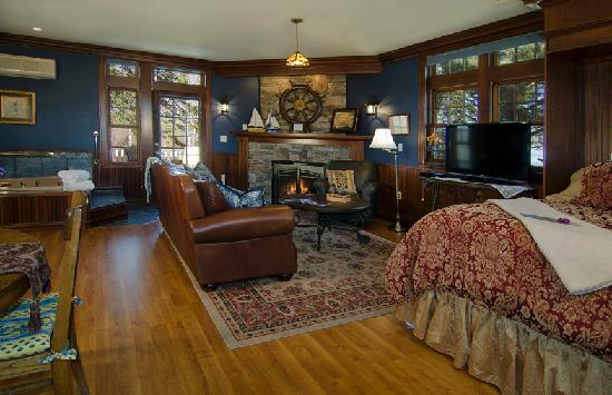 A G Thomson House Bed and Breakfast: Lake Superior Suite - Duluth Bed and Breakfast