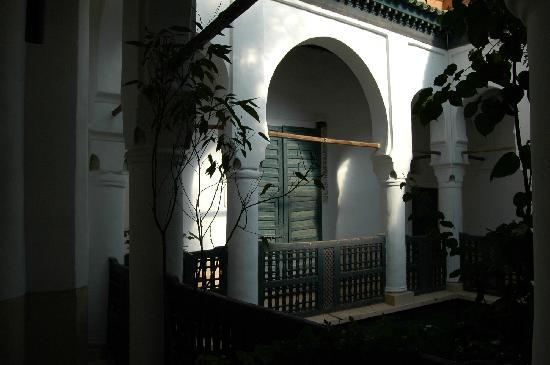 Dar el Qadi : coursive 1er étage (porte de chambre)