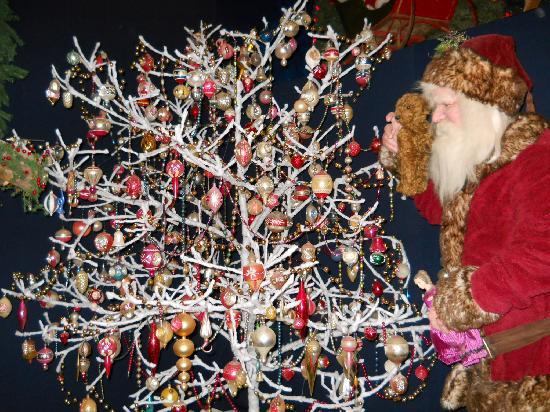 Christmas Tree Hours Pa
