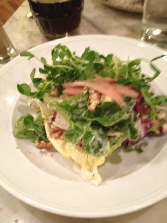 The Queen and Beaver Public House : stilton, pear and walnut salad