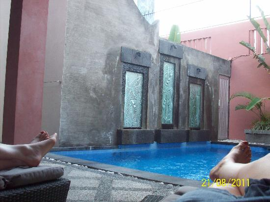 Kuta Regency Villa (B10): chilling by the pool