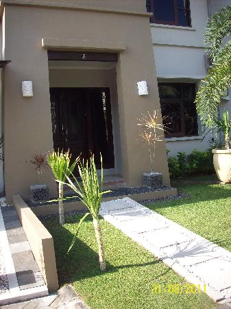 Kuta Regency Villa (B10): Entry...this place was maintained DAILY