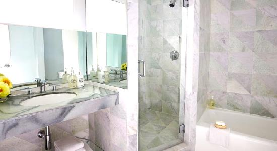 Avalon Hotel Beverly Hills: One Bedroom Bath