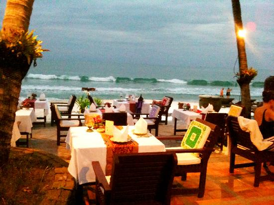 Eat Sense Beach Restaurant Samui : Outdoor seats by the beach