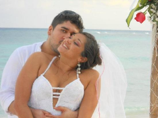Villas DeRosa Beach Resort: Im Married