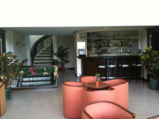 Hotel Fleuris: 2nd Floor Lounge