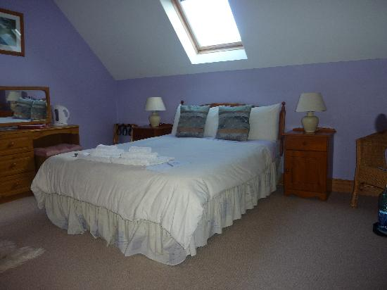 2 Mile Lodge: the bedroom