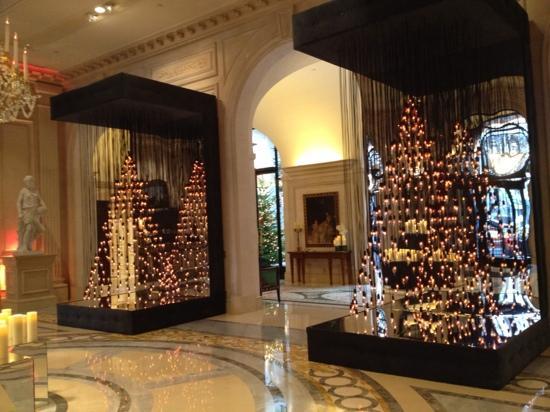 Four Seasons Hotel George V Paris: Four Seasons George V - Lobby
