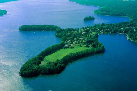 Bad Saarow, Germany: Die Villa Contessa liegt auf einem malerischen Seegrundstück