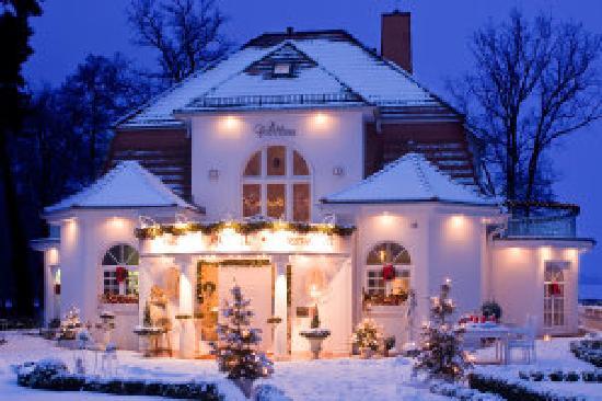 Villa Contessa: Die Villa Contessa im Winter - Ansicht von der Seestraße