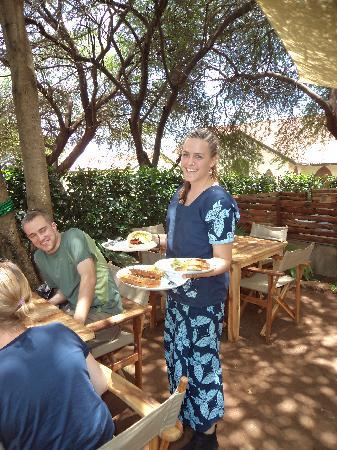 Musoma, Tanzanie : Beautiful waitress
