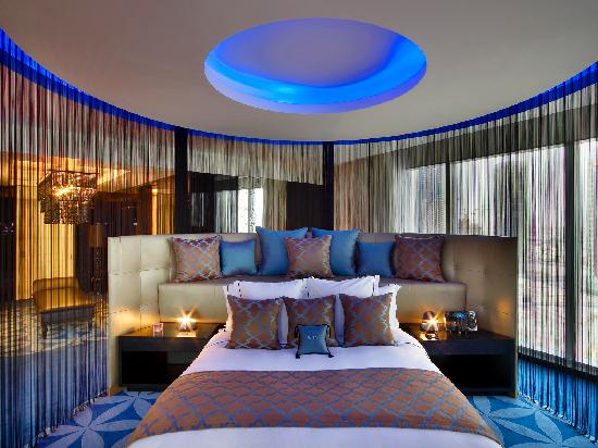 W Doha Hotel & Residences: E WOW suite