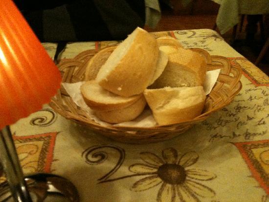 Hotel Restaurant Wellness Waldheim: Brötchen vom Frühstück halberbiert und aufgebacken beim Abendessen