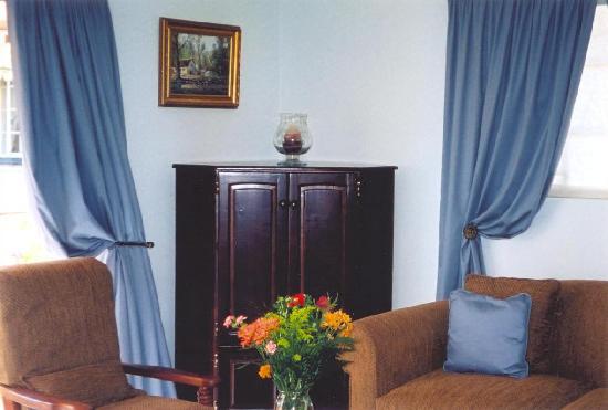 La Bougain Villa : Lounge area of Suite No 1