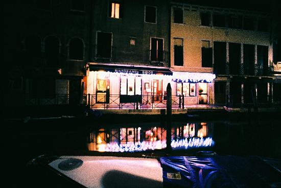 Hotel Locanda Salieri: View of the hotel and restaurant from the opposite side of the canal.