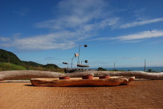 Wumum B&B: 前院長桌前的一景:太平洋&海岸山脈