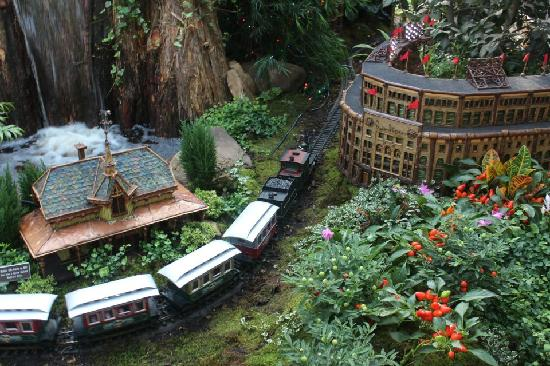 New York Botanical Garden: Train Exhibition