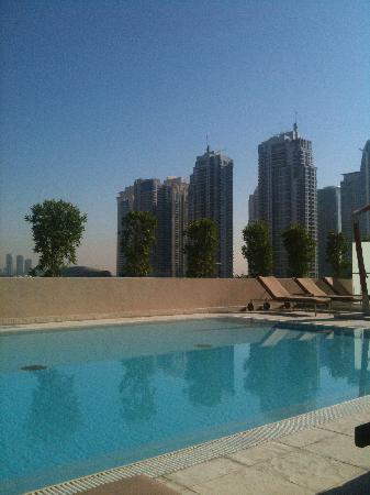 Radisson Blu Residence, Dubai Marina: Poolområdet
