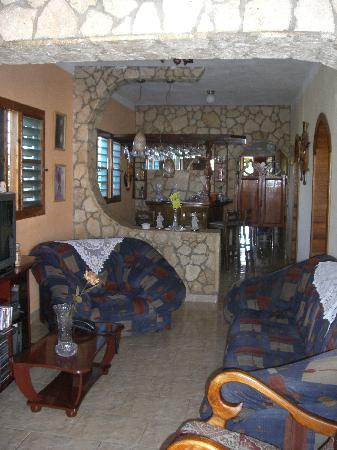 Casa Miguel: Living room and bar