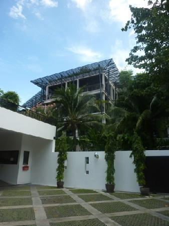 Kata Gardens Apartments : view from road