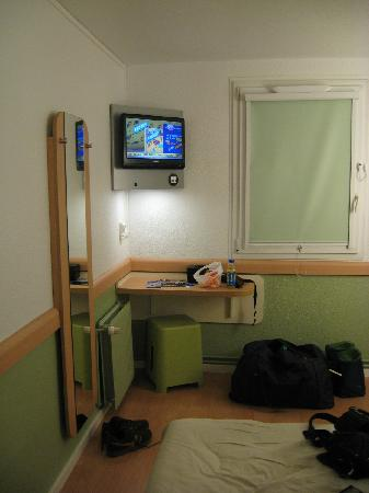 Ibis Budget Lille Centre : Fairly small but OK for two