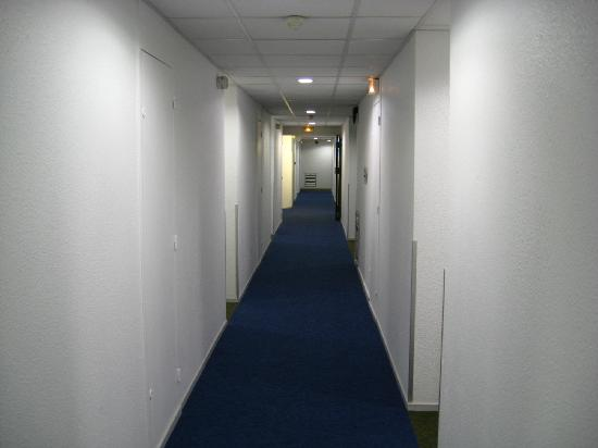 Ibis Budget Lille Centre: The corridor on one of the floors, about twenty rooms to each floor. Lifts very good