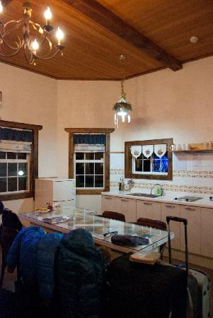 Gyeongju JY Pension: Walnet Room - Pantry