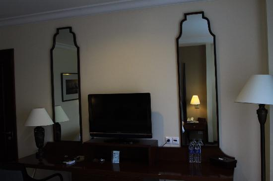 Asmila Boutique Hotel: view to TV cabinet