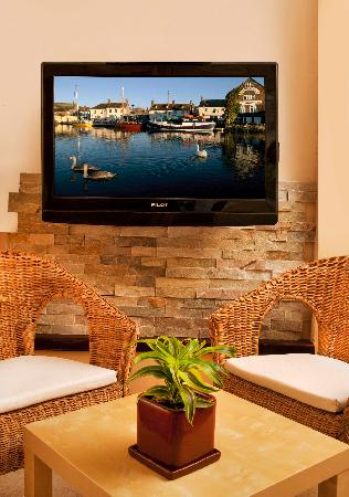 Nevo's Inn: HD-satellite-TV and Wi-Fi