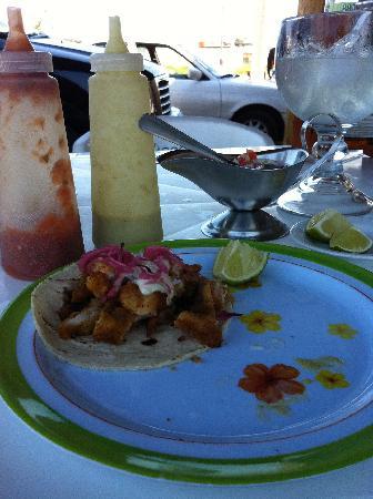El Camaron Dorado: Tacos--oops, ate one!