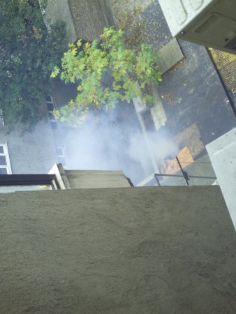 Hotel Topkapi: Giftmüllverbrennung im Hof