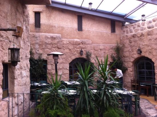 Haret Jdoudna: lovely courtyard