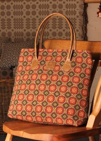 Trefriw Woollen Mills: shopper in autumn colours