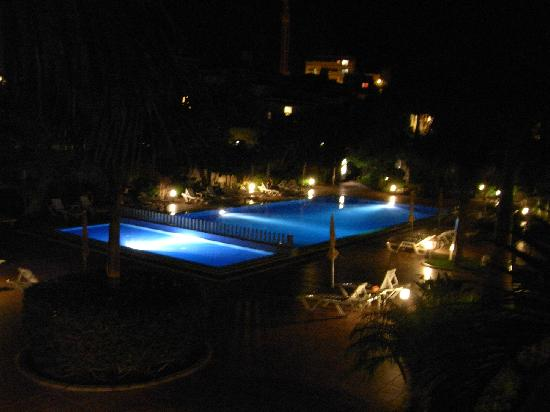 Residencial El Llano : Pool at night