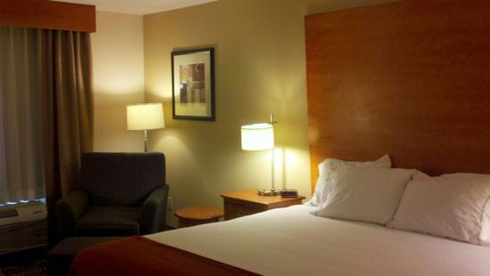 Holiday Inn Express Hotel & Suites Bainbridge: the rooms are very nice and clean..