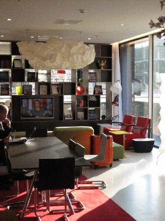 CitizenM Amsterdam South : the lobby